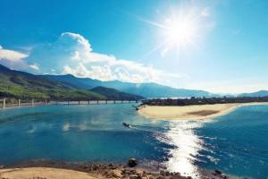 Vịnh Lăng Cô – điểm du lịch lý tưởng cho hè rực rỡ