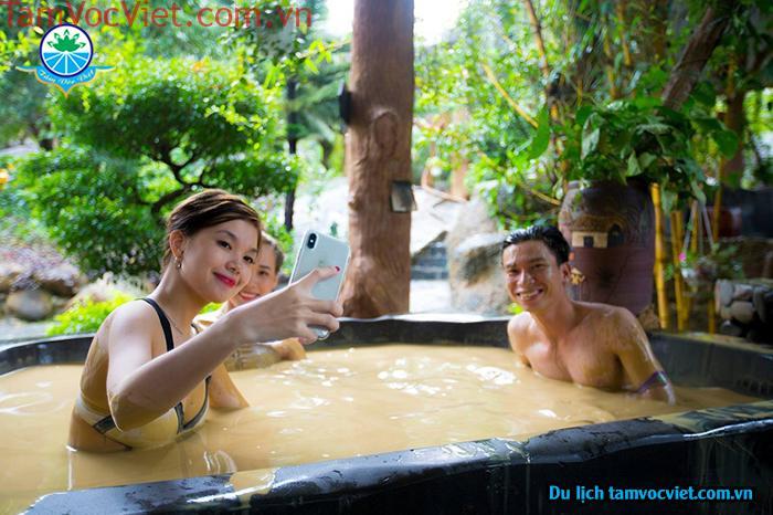 Du lịch nghỉ dưỡng tại công viên suối khoáng nóng Núi Thần Tài Đà Nẵng